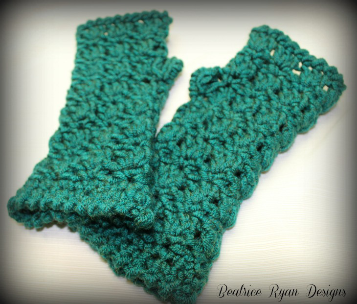 Crochet Fingerless Gloves : 12 Free Crochet Patterns for Fingerless Gloves - The Stitchin Mommy