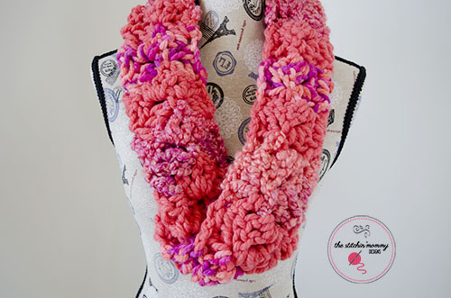 Mixed Up and Twisted Mobius Cowl - Free Pattern #MixologyYarns | www.thestitchinmommy.com