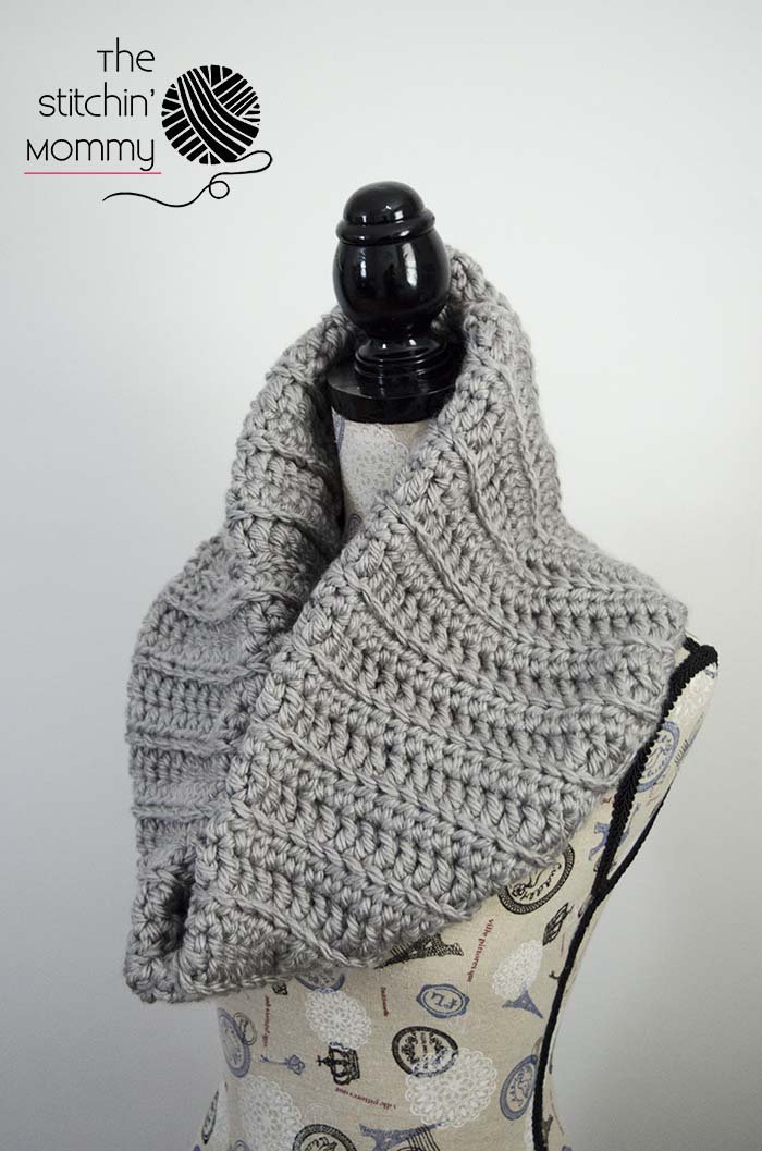 Chunky Ribbed Cowl - Free Crochet Pattern - Scarf of the Month Club hosted by The Stitchin' Mommy and Oombawka Design | www.thestitchinmommy.com