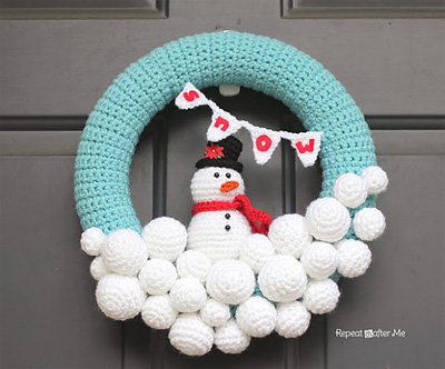 crocheted-snowball-wreath