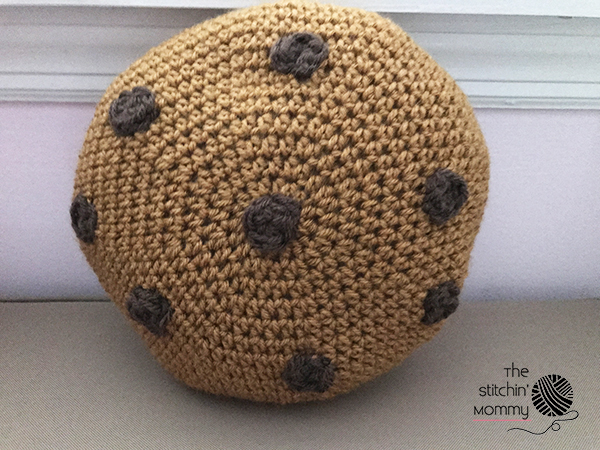 Mini Cookie Pillow - Free Crochet Pattern and Oatmeal Choco-Craisin Cookies | www.thestitchinmommy.com
